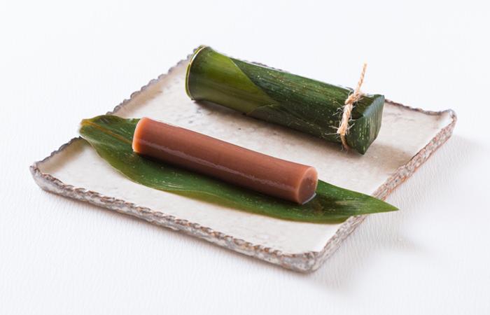 ほのかな青竹の香り、 滑らかな食感とみずみずしい口溶け感ーー。小豆の旨味が際立つ程よい甘さをお楽しみください。