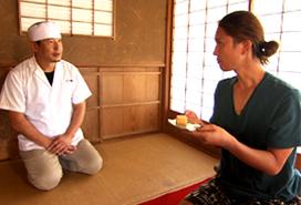 蔦屋24代店主:松尾(写真左)・俳優 蟹江(写真右)
